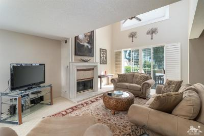 Palm Desert Condo/Townhouse For Sale: 372 Muirfield Drive