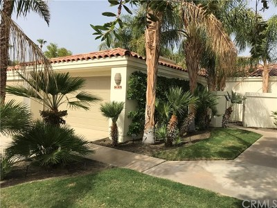 La Quinta Condo/Townhouse For Sale: 54876 Inverness Way