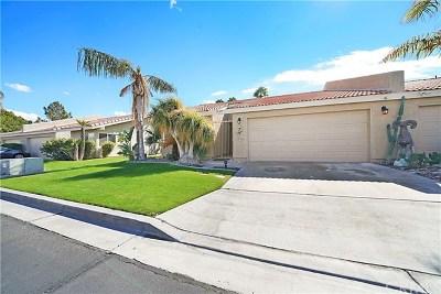 La Quinta Condo/Townhouse For Sale: 79277 S Sunset Ridge Drive