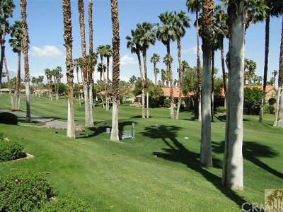 Palm Desert Condo/Townhouse For Sale: 76752 Daffodil Drive