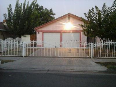 Fresno CA Single Family Home For Sale: $130,000