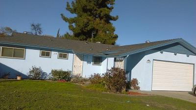 Clovis Single Family Home For Sale: 621 W Pat Drive