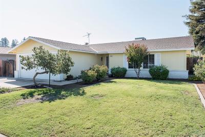 Clovis Single Family Home For Sale: 496 W Swift Avenue
