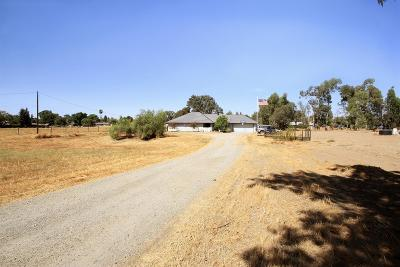Madera CA Single Family Home For Sale: $245,000