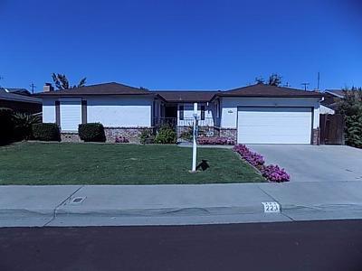 Clovis Single Family Home For Sale: 223 W Norwich Avenue