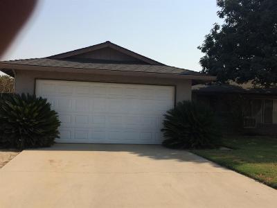 Kingsburg CA Single Family Home For Sale: $230,000