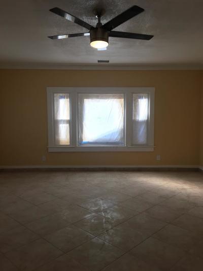 Selma CA Single Family Home For Sale: $255,000