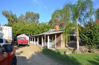 Reedley Single Family Home For Sale: 21413 Jensen Avenue