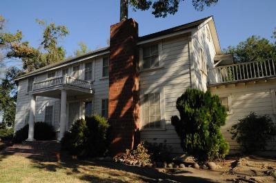 Selma CA Single Family Home For Sale: $318,000