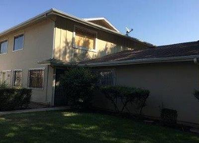 Fresno Condo/Townhouse For Sale: 2640 W Fairmont Avenue #103