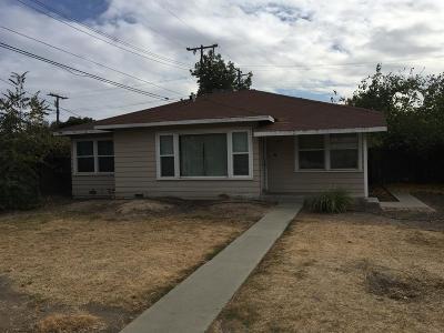 Visalia Single Family Home For Sale: 1421 W Oak Avenue