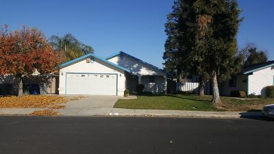 Clovis Single Family Home For Sale: 561 W Pat Drive