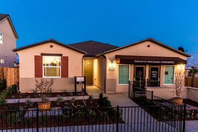 Fresno Single Family Home For Sale: 7009 N La Paz Avenue #86