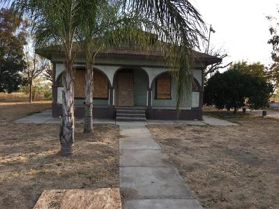 Reedley CA Single Family Home For Sale: $129,900