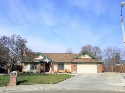 Hanford Single Family Home For Sale: 2346 Teakwood Way
