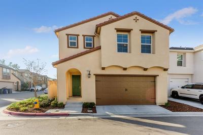 Clovis Single Family Home For Sale: 3572 Integrity Way