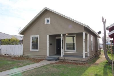 Dinuba Single Family Home For Sale: 229 S J Street