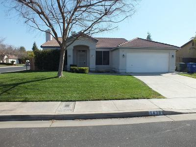 Reedley CA Single Family Home For Sale: $235,000