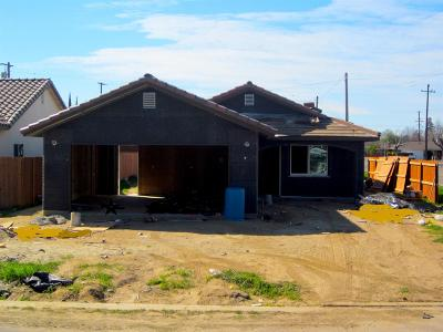 Madera Single Family Home For Sale: 320 N M Street