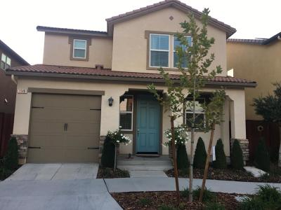 Clovis Single Family Home For Sale: 1548 N Dara Avenue