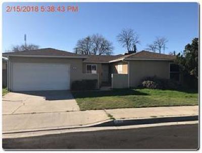 Clovis Single Family Home For Sale: 136 W National Avenue