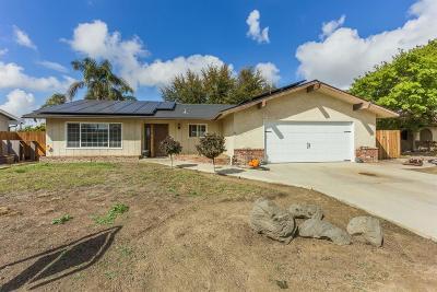 Kingsburg CA Single Family Home For Sale: $300,000