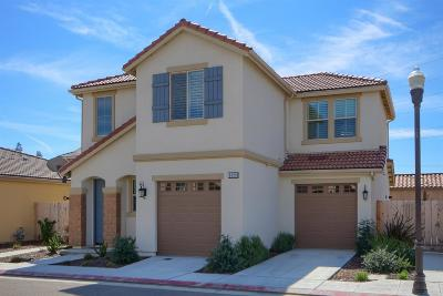 Fresno Condo/Townhouse For Sale: 6129 W Marble Hill Drive