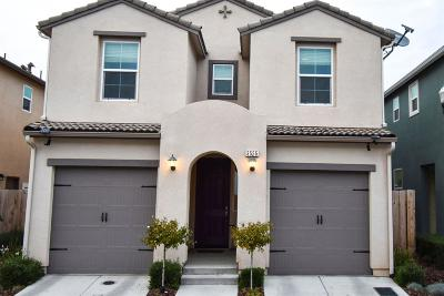 Clovis Single Family Home For Sale: 3555 Significant Way