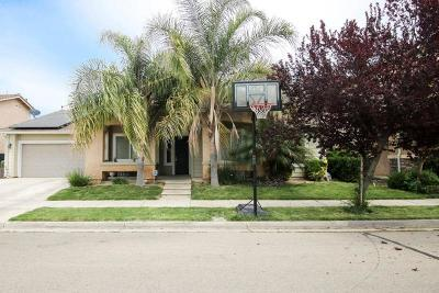 Reedley CA Single Family Home For Sale: $250,000