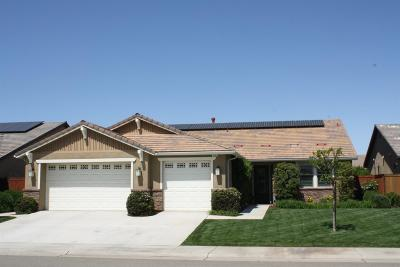 Clovis Single Family Home For Sale: 3233 Robinwood Avenue