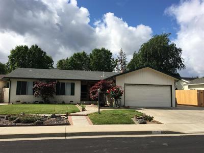 Clovis Single Family Home For Sale: 1740 Santa Ana Avenue