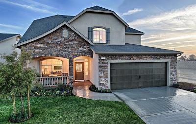Visalia Single Family Home For Sale: 2433 N Divisadero Street #26