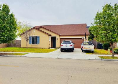 Dinuba Single Family Home For Sale: 900 Bellis Avenue
