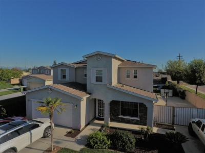 Dinuba Single Family Home For Sale: 1748 San Antonio Avenue