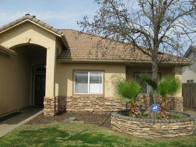 Hanford Single Family Home For Sale: 2062 Charlie Chambers Drive