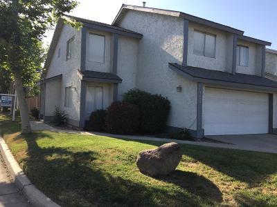 Visalia Single Family Home For Sale: 1233 E Ferguson Avenue E