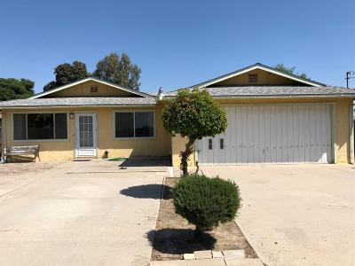 Kingsburg CA Single Family Home For Sale: $214,999