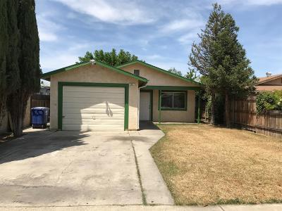 Kingsburg CA Single Family Home For Sale: $199,000