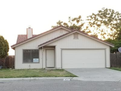 Hanford Single Family Home For Sale: 960 Robin Court