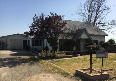 Dinuba Single Family Home For Sale: 696 W Sierra Way