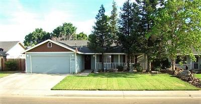 Kingsburg CA Single Family Home For Sale: $235,000