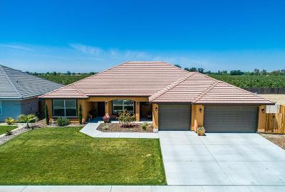 Hanford Single Family Home For Sale: 3338 N Bautista Street