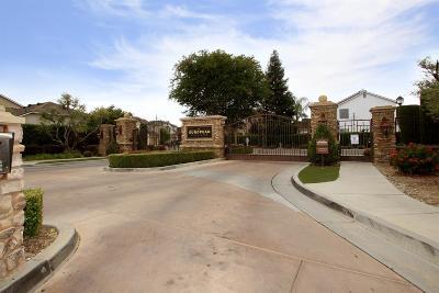 Clovis Single Family Home For Sale: 22 W Tivoli Lane
