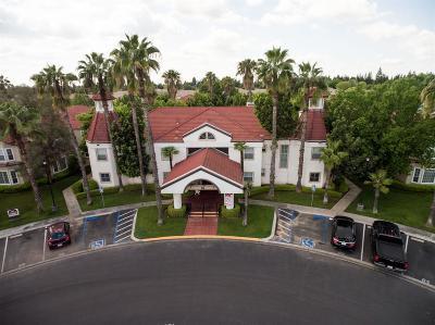 Fresno Condo/Townhouse For Sale: 8147 N Cedar Avenue #113