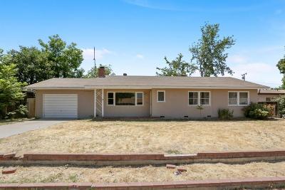 Visalia Single Family Home For Sale: 741 W Iris Avenue