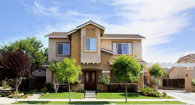Reedley CA Single Family Home For Sale: $425,000