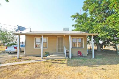 Tulare Single Family Home For Sale: 550 E Beacon Avenue