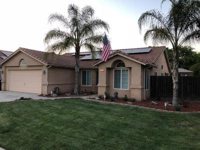 Madera Single Family Home For Sale: 677 Quady Lane