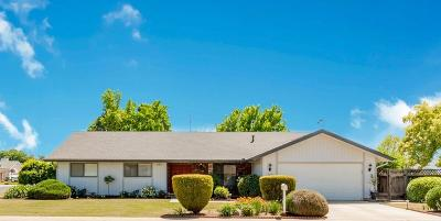 Dinuba Single Family Home For Sale: 888 E Davis Drive