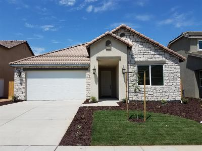 Madera Single Family Home For Sale: 568 Mesa Drive